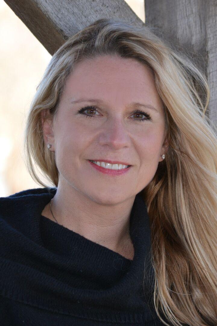 Laura Kinsella, Sales Associate in Barrington, Mott & Chace Sotheby's International Realty