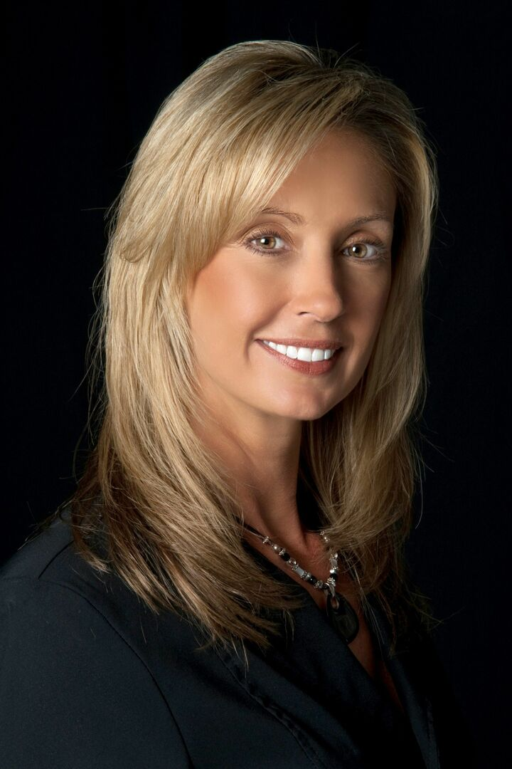 Amy Bacon-Gainer,  in Lutz, Dennis Realty & Investment Corp.