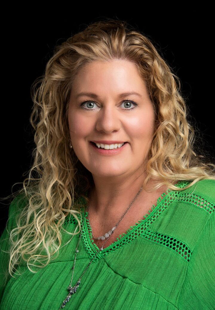 Kelley Hardesty,  in Lutz, Dennis Realty & Investment Corp.
