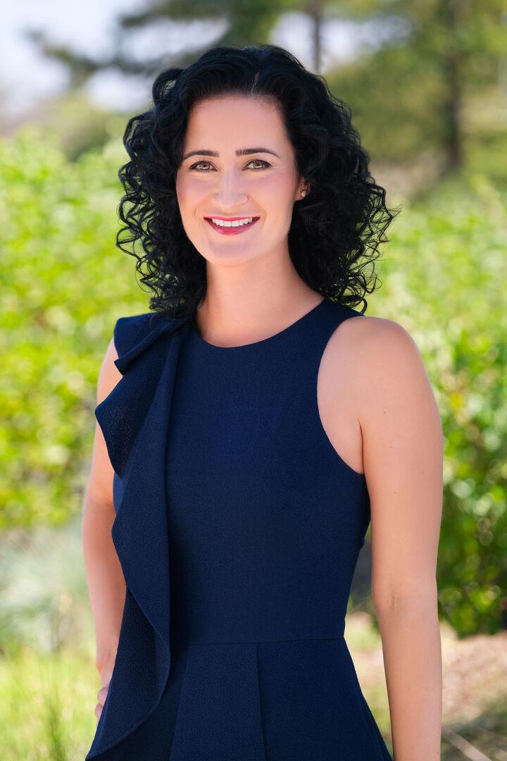 Eva Nagy, Broker Associate, REALTOR® in Palo Alto, Sereno